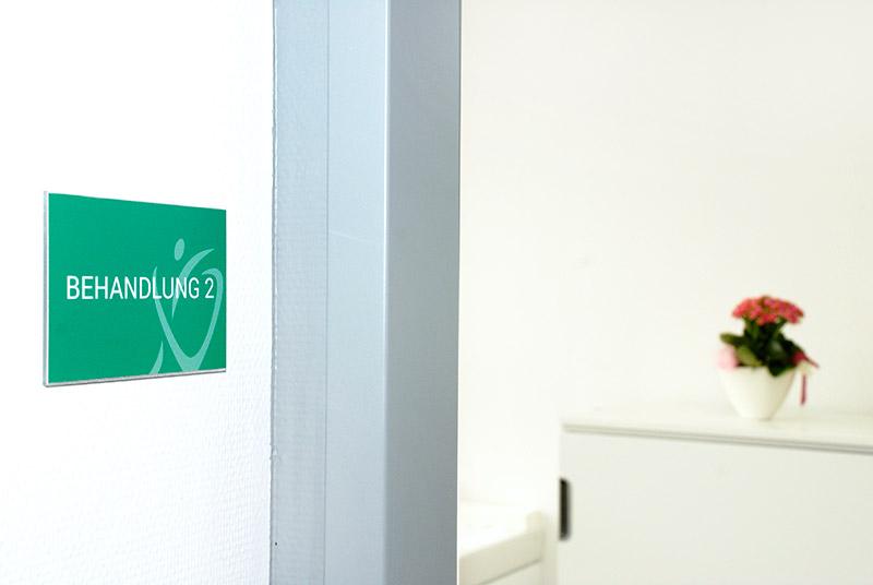 Schild Behandlungszimmer